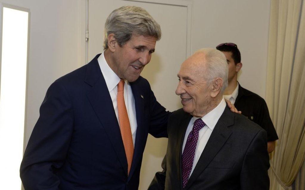 Secrétaire d'Etat américain John Kerry rencontre le président Shimon Peres à Jérusalem - 23 Juillet 2014 (Crédit : Matty Stern / Ambassade américaine de Tel Aviv).