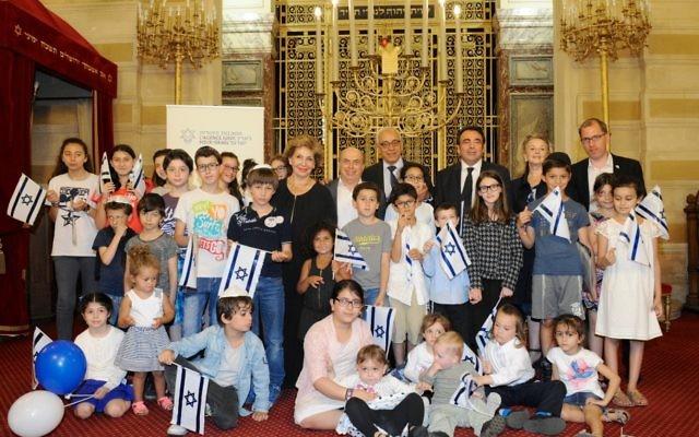 L'adieu à Paris de centaines de juifs français faisant l'alyah (Crédit : Erez Lichtfeld)