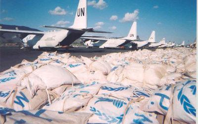Illustration de matériel délivré par le Programme alimentaire mondial au Soudan (Crédit : Matt Murphy, U.S. State Department / Domaine public / Wikimedia commons)