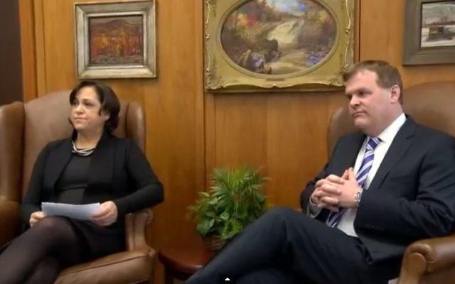 Vivianne Bercovici et John Baird (Crédit : capture d'écran YouTube)