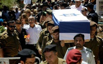 Funérailles de Max Steinberg au Mont Herzl à Jérusalem (Crédit : Miriam Alster/Flash 90)