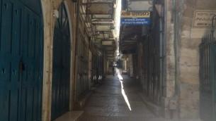 La Vieille Ville de Jérusalem - commerces fermés en raison des manifestations et du jour de duel national pour Gaza (Crédit : Sarah Tuttle-Singer/Times of Israel)