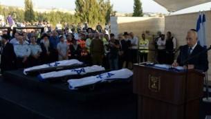 Shimon Peres donnant une oraison funèbre pour les trois adolescents israéliens (Crédit : Chaim Tzach)