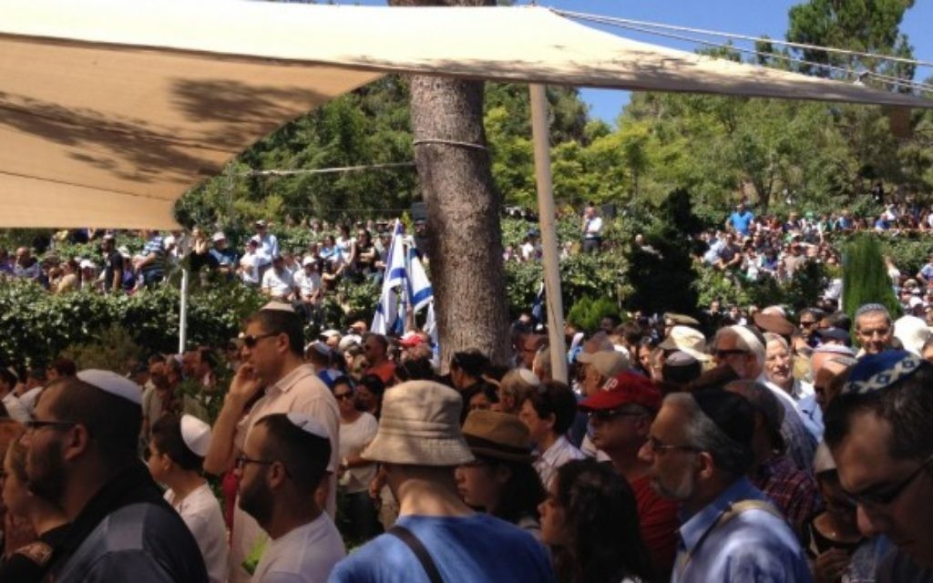 Les funérailles de Max Steinberg à Jérusalem au Mont Herzl (Crédit : Jessica Steinberg/Times of Israel)
