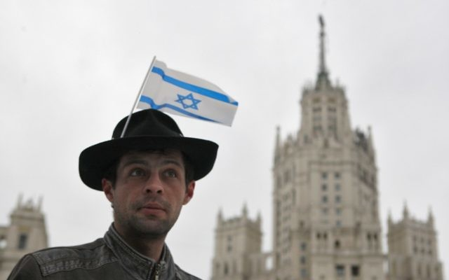 Un Juif russe à Moscou à un rassemblement pro-israélien (Crédit : Valery Melnikov/Kommersant/Flash 90)