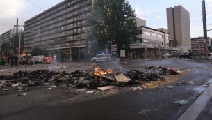 Vue sur une place à Sarcelles après les émeutes (Crédit : Cnaan Liphshiz)