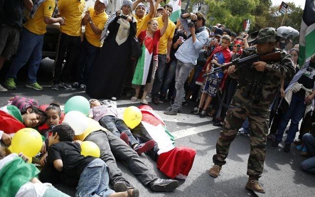 Manifestation anti-israélienne à Paris - 9 août 2014 (Crédit : KENZO TRIBOUILLARD / AFP)
