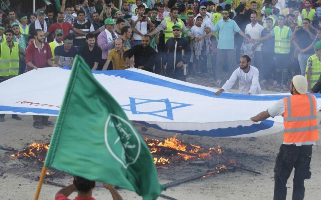 Manifestation à Amman contre l'opération israélienne - 9 août 2014 (Crédit : KHALIL MAZRAAWI / AFP)
