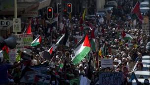 Manifestation à Johannesburg contre l'opération Bordure protectrice à Gaza (Crédit : RODGER BOSCH / AFP)