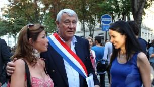 Le maire Claude Goasguen lors de la manifestation pro-israélienne à Paris le 31 juillet 2014 (Crédit : Glenn Cloarec/Times of Israel)