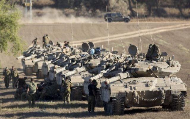 Des chars israéliens dans la bande Gaza (Crédit : Flash 90)