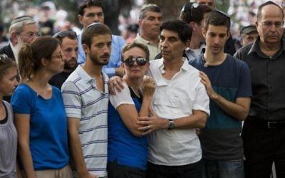 L'enterrement du lieutenant Hadar Goldin  le 3 août 2014 (Crédit photo : Flash90)