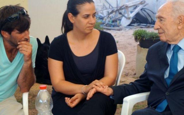 Les parents de Daniel Tragerman et Shimon Peres - 25 août 2014 (Crédit :  Flash90)