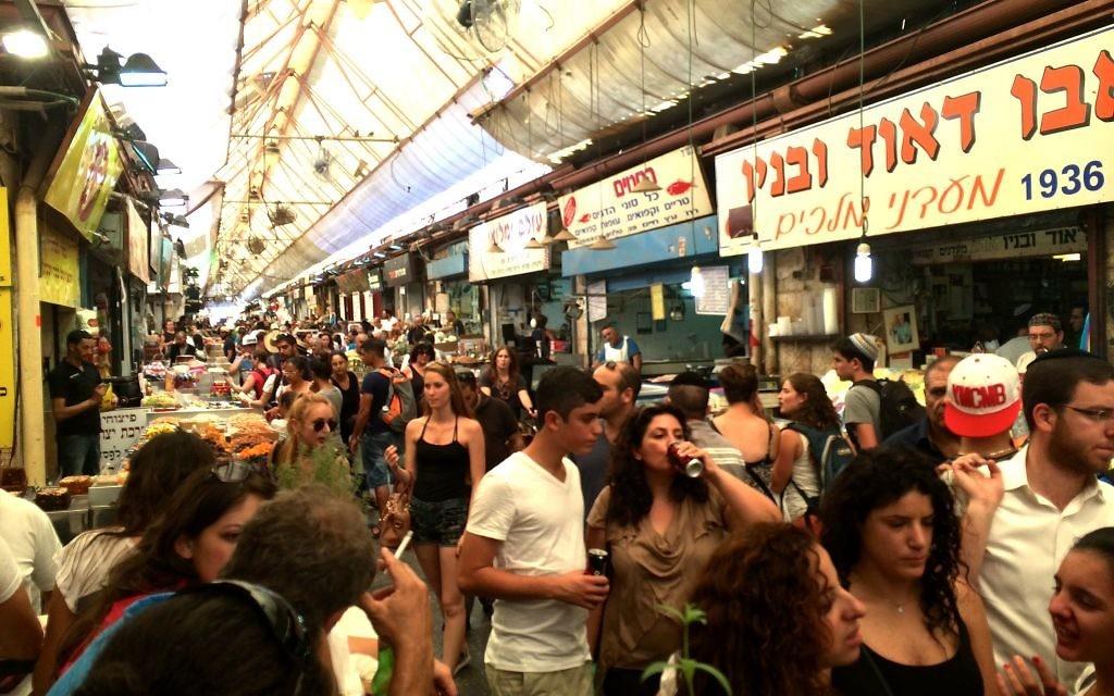 Le marché de Mahane Yehuda à Jérusalem (Crédit : Laura Adkins/Times of Israel)