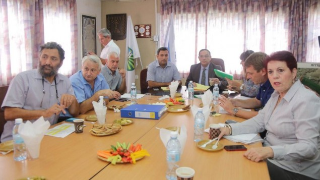 Le ministre de l'Education Shai Piron avec les dirigeants des Conseils régionnaux du sud d'Israël à la réunion de Beer Sheva le 25 août 2014 (Crédit : courtoisie du ministère de l'Education)