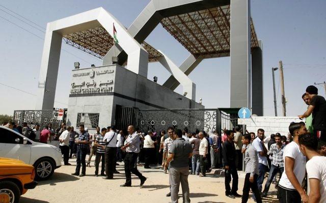Le poste-frontière de Rafah, entre le sud de la bande de Gaza et l'Egypte, le 17 juin 2014. Illustration. (Crédit : Abed Rahim/Flash90)