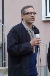 Michael de Stop the Bomb faisant un discours à une manifestation (Courtoisie : Micheal Spaney de Stop the Bomb)