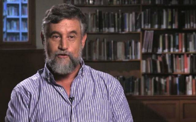 L'auteur et ancien directeur du Mossad Mishka Ben David (Capture d'écran : YouTube/writersreadonline)