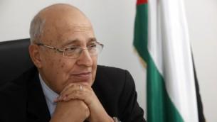 Nabil Shaath dans son bureau à Ramallah (Crédit : Miriam Alster/Flash90)