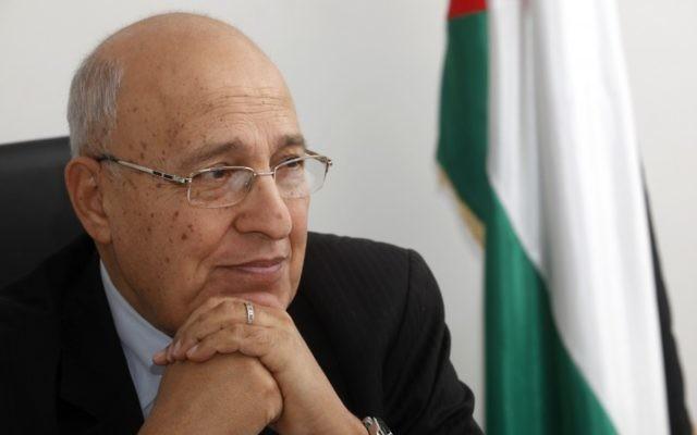 Nabil Shaath, commissaire en charge des relations extérieures du Fatah, dans son bureau de Ramallah, en Cisjordanie, le 18 janvier 2012. (Crédit : Miriam Alster/Flash90)