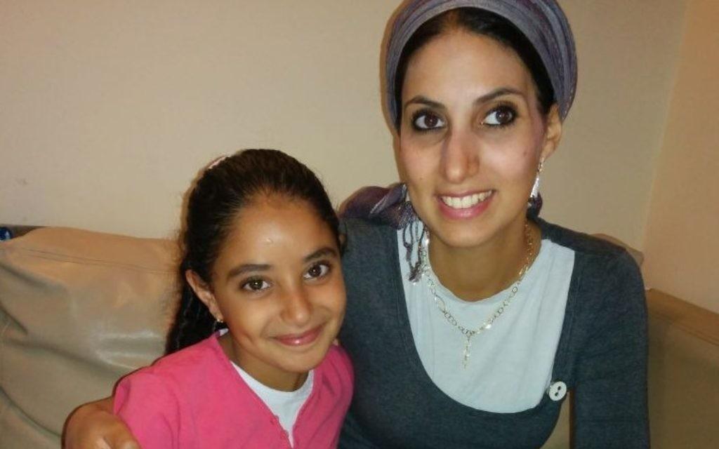 Avital Afgin et sa fille, Tair, ont passé trois mois à l'hôpital après avoir été touchées par une roquette dans leur ville natale de Sderot (Crédit : autorisation : OneFamily)