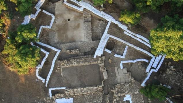 Photo aérienne du site archéologique de Tel Kabri (credit : Eric H. Cline et Assaf Yasur-Landau)