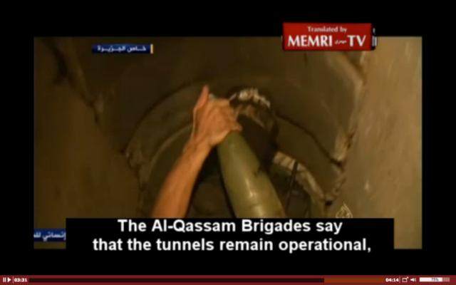 Extrait d'un documentaire d'al-Jazeera diffusé le 6 août 2014 montrant des hommes armés du Hamas, des armes et des tunnels en place avant la violation par le Hamas de la trêve, le 8 août 2014. (Crédit : capture d'écran MEMRI)