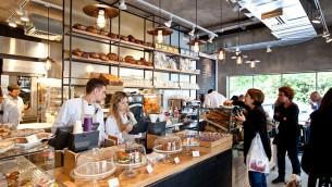 Un café de la chaîne israélienne Arcaffe à Tel Aviv (Autorisation : Arcaffe)