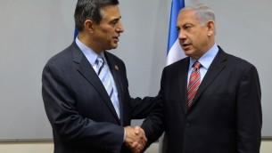 Netanyahu et Darell Issa (Crédit : Kobi Gideon/GPO/Flash90)
