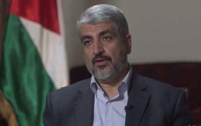 Khaled Meshaal parle à Michael Isikoff de Yahoo News à Doha, la capitale du Qatar, août 2014 (Crédit : capture d'écran, Yahoo News)