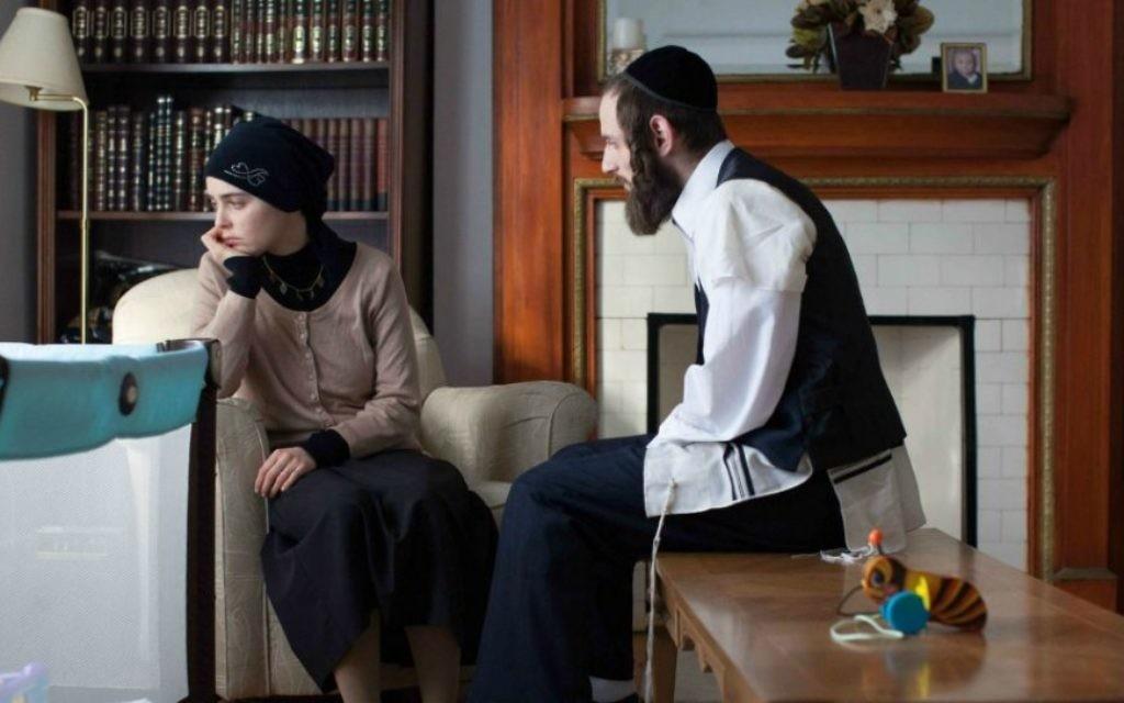 Luzer Twersky, à droite, joue un personnage hassidique dans le prochain film Felix et Meira (Julie Landreville / JTA)