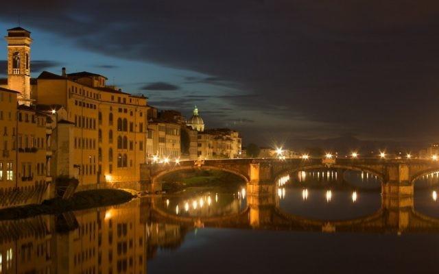 Vue sur le fleuve de l'Arno à Florence (Crédit : CC-BY-SA Longino/Wikimedia Commons)
