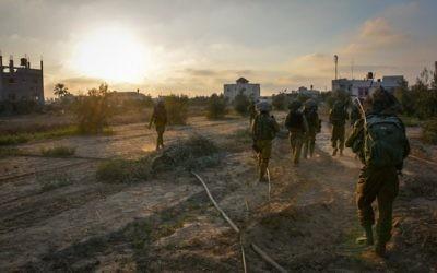Troupes de Tsahal à Gaza pendant l'opération Bordure protectrice (Crédit : porte-parole de l'armée israélienne)