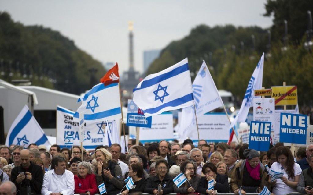 Rassemblement à Berlin contre l'antisémitisme, le 14 septembre 2014. (Crédit : AFP/John MacDougall)