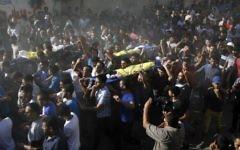Enterrement de la famille Bakr à Gaza - 16 juillet 2014 (Crédit : AFP/MOHAMMED ABED)