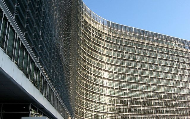 Le bâtiment de la Commission européenne à Bruxelles (Crédit : tpholland/CC BY 2.0/Wikimedia communs)