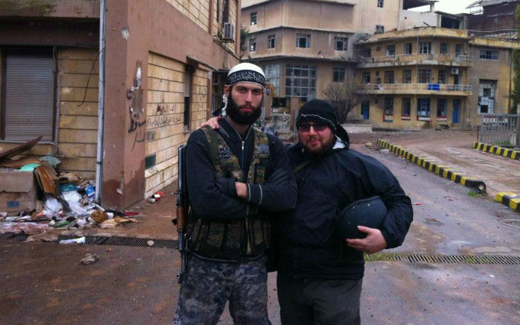 Steven Sotloff (droite) en Syrie en 2012 (Crédit : Facebook/Oren Kessler)
