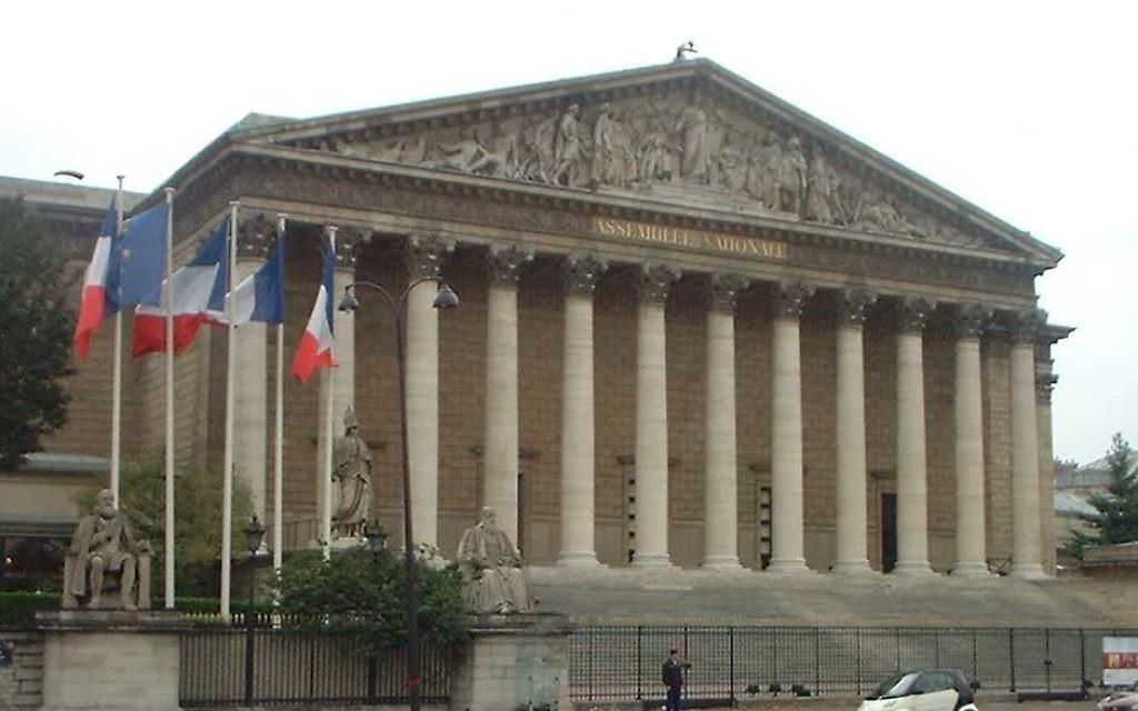 L'Assemblée nationale de France. Illustration. (Crédit : Pol/CC BY 3.0/Wikimedia commons)