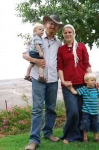 Brayden Waller et sa jeune famille qui passeront plusieurs mois en Israël (Crédit : Mira Levy)
