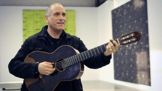 David Broza au studio d'enregistrement (Crédit : Autorisation David Broza)
