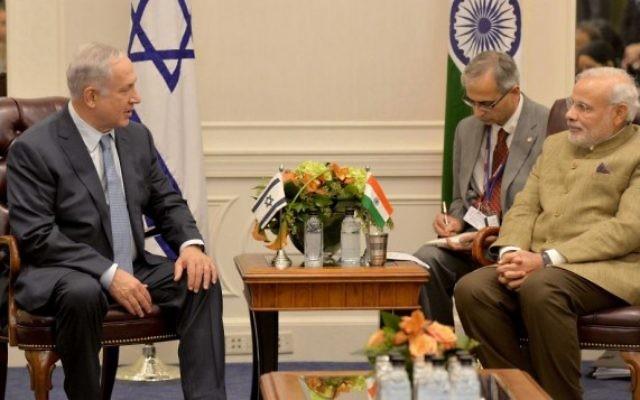 Benjamin Netanyahu (g) et Narendra Modi dans un hôtel à New York - 28 septembre 2014 (Crédit : Avi Ohayon/GPO/FLASH90)