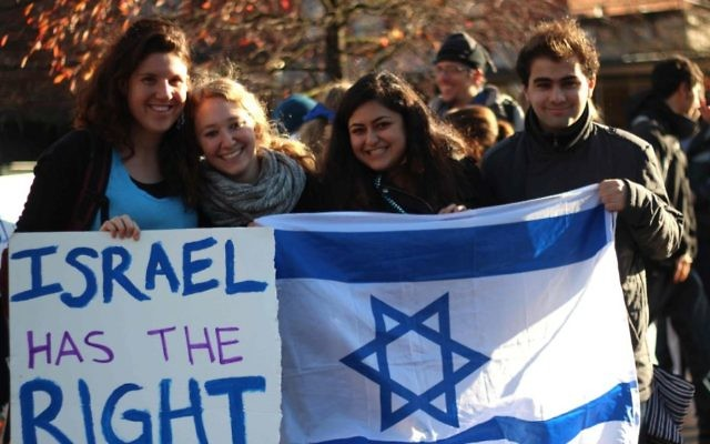 Photo d'illustration d'un rassemblement pro-Israël en novembre 2012 qui a eu lieu en face du Memorial de l'Union Erb à l'Université de l'Oregon. (Crédit : autorisation de l'Oregon Hillel)