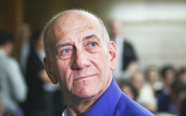 L'ancien Premier ministre Ehud Olmert le jour de sa condamnation au tribunal de district de Tel Aviv le 13 mai 2014 (Crédit : Ami Shooman/Flash90)