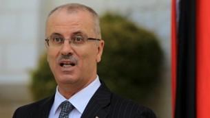 Le Premier ministre de l'Autorité palestinienne Rami Hamdallah lors d'une conférence de presse le 3 juin 2014 (Crédit : Abbas Monami/AFP)