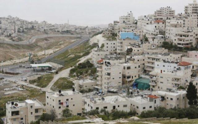 Le quartier d'Issawiya, à Jérusalem-Est. (Crédit : Miriam Alster/Flash90)