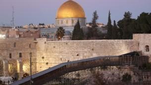 Le mur Occidental et le mont du Temple (Crédit : Nati Shohat/Flash90)