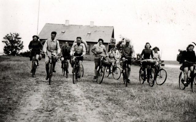 De jeunes réfugiés juifs tchèques au Danemark dans les premières années de la Seconde Guerre mondiale. (Crédit : autorisation/Archives de Judita Matyasova)