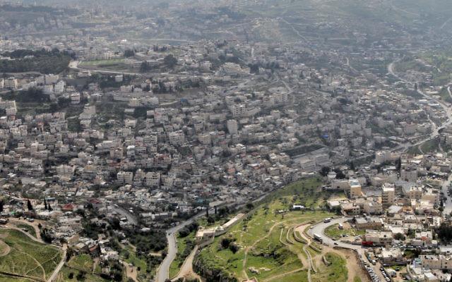 Vue aérienne sur Arav al-Swahara à Jérusalem-Est (Crédit : Nati Shohat/Flash90)