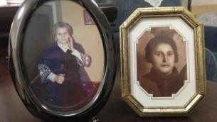 Photographies des deux mères de Yaakov Weksler-Waszkinel - sa mère catholique polonaise Emilia sur la gauche, et sa mère juive Batia sur la droite. (Crédit : Renée Ghert-Zand / The Times of Israël)