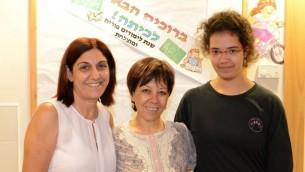 De gauche à droite : Ilana Levy, professeur Estie Lauper et professeur Avi Lansky. (Crédit : Ofer Golan)